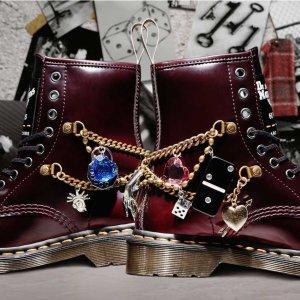 售价€249 暂时缺货Dr.Martens X Marc Jacobs 联名款马丁靴正式发售