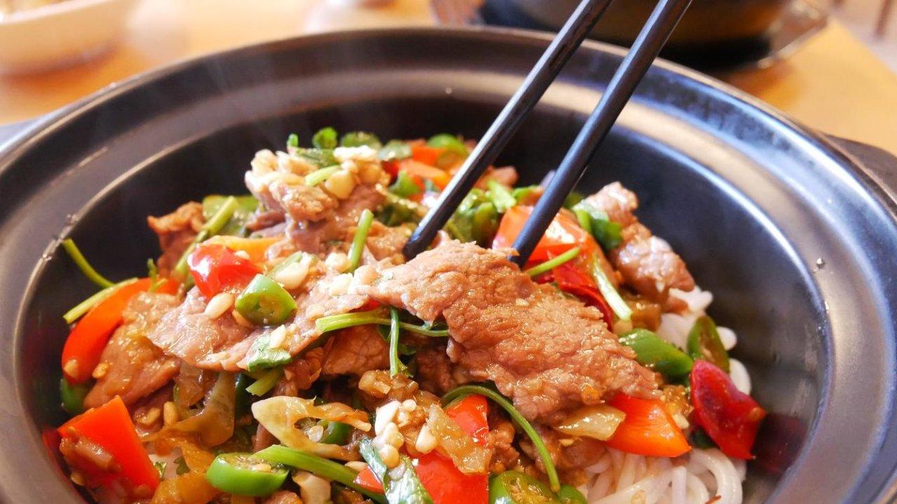 地道正宗的湘式煲仔饭、炒码粉和过桥米线原来都在【米线坊】!