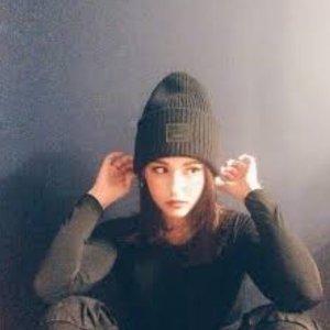 全场8.5折 笑脸帽£81 少女粉围巾£123Acne Studios 全场折扣大狂欢 收笑脸帽、围巾、毛衣等暖冬好物