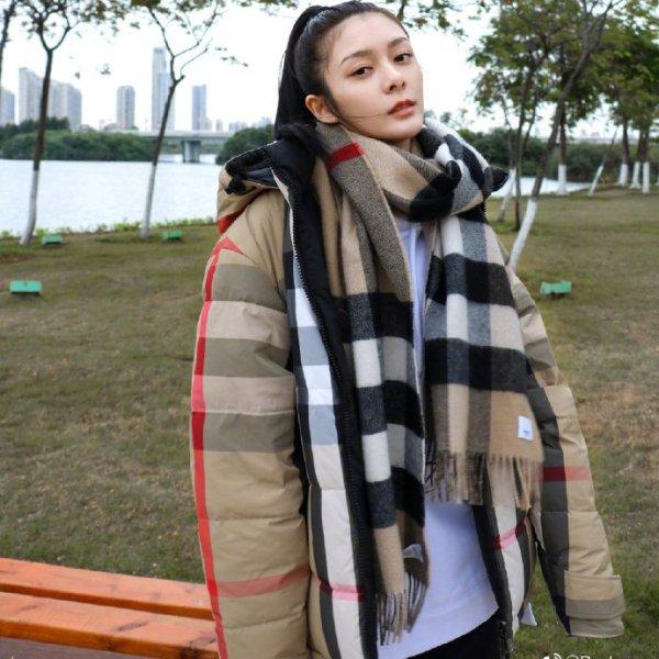 格纹羊绒围巾