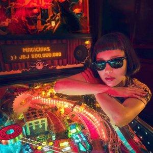 低至5折 粉色方框墨镜$112Ray-Ban 雷朋大促 路人秒变大咖的秘诀 椭圆墨镜$159