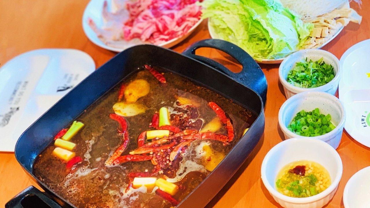宅家吃火锅秘方 | 好吃火锅底料推荐+炒料窍门、多种蘸料配方来满足你的火锅瘾啦!