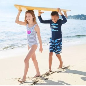 今年史低 泳衣仅$10折扣升级:OshKosh B'gosh 儿童新款泳衣  人字拖$4 UPF50+