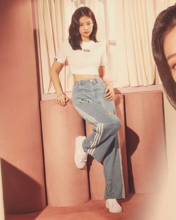 R.Y.V. 奶油色短上衣 Jennie同款