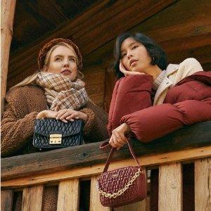 3折起+额外8折 £110收红丝绒链条包Furla 48小时超值闪促 折上折收与秋季最搭的天鹅绒包包