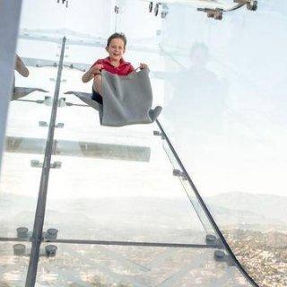 $18起  网红拍照地+刺激滑梯史低价:洛杉矶 OUE 观景台门票低价 可选天空滑梯