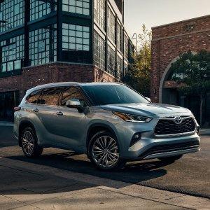 舒适驾乘与运动造型完美结合2021 Toyota Highlander Hybrid混动