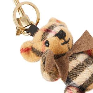 推荐指数5颗星 包包好朋友Burberry 小熊吊饰 你不能没有的熊宝宝