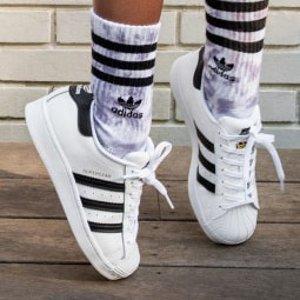 低至6折 乐高合作款拖鞋$22即将截止:adidas 儿童潮鞋 大童贝壳头$54 小码妹纸冲