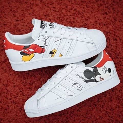 限定小白鞋开售 鼠你可爱鼠你省钱:adidas X 米老鼠联名 经典贝壳头、史密斯