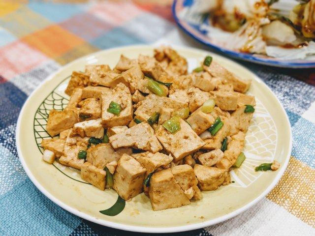 懒人食谱|超简单酱炒豆腐,5分钟上...