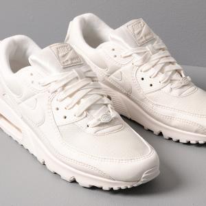 NIKE 最受欢迎的球鞋AIR MAX 90推出30周年全白纪念款 鞋带上面一边1990,另一半2020好特别