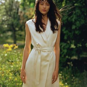 全场8.5折!£50收新款连衣裙折扣升级:Arket 连衣裙新款大促!北欧风简约设计派 花园系列印花裙参与