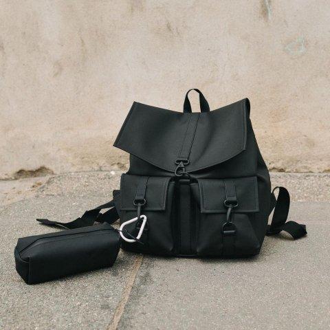 变相6.6折 €50就收纯黑哑光双肩包Rains 限时折扣场 北欧简约性冷淡风 防水背包 好搭又实用