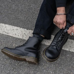 低至7折 $99收工装马丁靴Dr. Martens 潮帅马丁靴专场 $146.55收经典8孔马丁靴