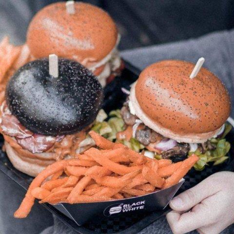 单人套餐仅€9.9 含薯条饮料Black And White Burger 1-3人汉堡套餐优惠券热卖