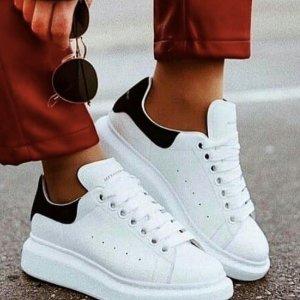 $359收黑尾小白鞋!$152收燕子Tee最后一天:Alexander McQueen小白鞋,MCQ燕子系列继续降价