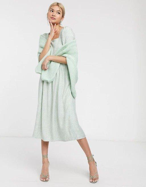 浅绿色长裙