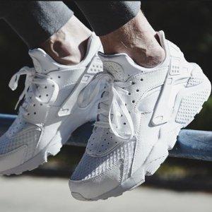 低至$7.96起 超多选择Macy's官网 Nike男女运动服饰,鞋履,配饰等促销