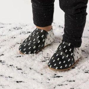 3折起折扣升级:Robeez  婴儿服饰鞋履促销 接近光脚感,适合学走路