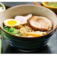 一招教你做家庭版日式豚肉拉面 配有溏心蛋哦