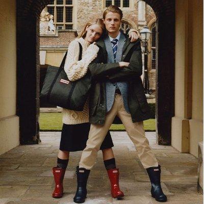 低至5折 £10收长款雨款Hunter 多款雨鞋包包大促 你有阴雨不断 我有时髦雨靴