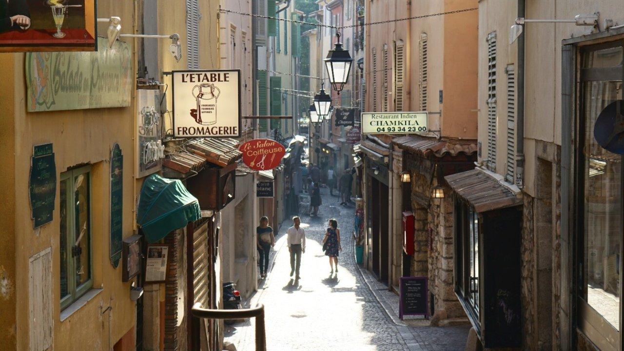 毕业之后怎么样才能继续留在法国?几种拿到签证的好方法!