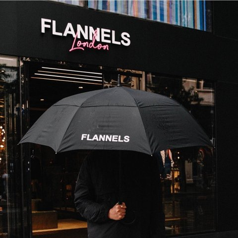 定价优势 Supreme Logo 帽衫£190Flannels 时尚买手店伦敦开业 潮人必访时尚地标