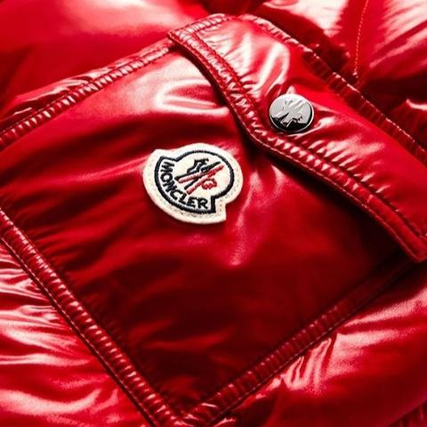 低至6折 羽绒服$800+Moncler 年末大促,短款外套407,毛衣$293