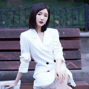 闪促6折 €252收杨超越同款Self-Portrait 仙女裙热卖 度假必备 €273收毛晓彤同款西装裙