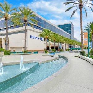 $99/晚起 + 享迪士尼门票9.5折加州阿纳海姆 希尔顿大酒店特惠活动 Hilton Anaheim