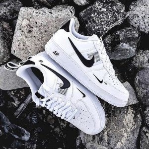 £45起收经典色大童款Nike Air Force 1 热卖好价 收Shadow、限定色、经典黑白色
