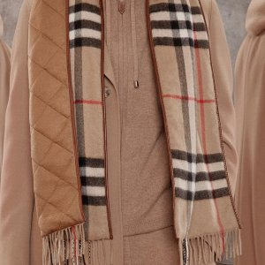 低至5.7折 £329收格纹围巾折扣升级:Burberry 经典格纹围巾热促 复古英伦包包好价收