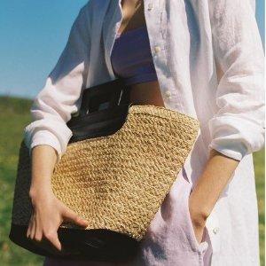 8.5折!€14收基础白tee上新:Arket 设计感夏季美衣上新 北欧风简约设计派