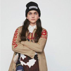 无门槛8折 LogoT恤£200收Burberry 美衣美鞋全场大促 Logo卫衣、经典风衣、小白鞋全都参与