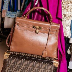 8折 LV圆筒腋下包$580therealreal 复古二手包包热卖 Chanel链条钱包$2900