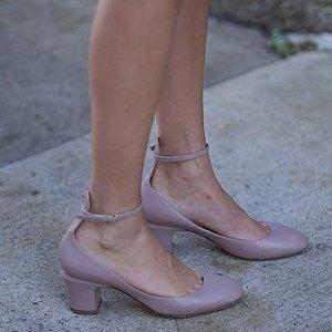 $379(原价$532)反季囤更划算Valentino 华伦天奴裸色款粗跟一字带鞋