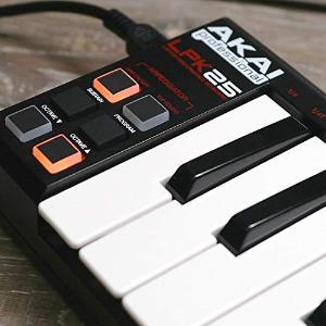 $49 (原价$129) Mac/PC电脑兼容Akai Professional 25键便携式USB MIDI键盘控制器