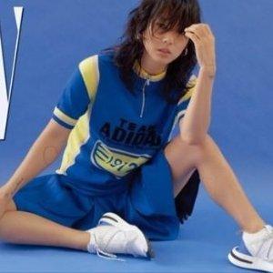 £44收封面款T恤adidas新款校园复古风女士运动服饰热卖 收李孝利小姐姐同款