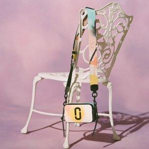 欢享7折 小碎花托特包$200+即将截止:Marc Jacobs 节日闪促 新款Tote、相机包等 小圆盘项链$108