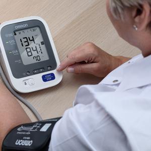 $67.99(原价$119.77)Omron 欧姆龙10系无线上臂电子血压计