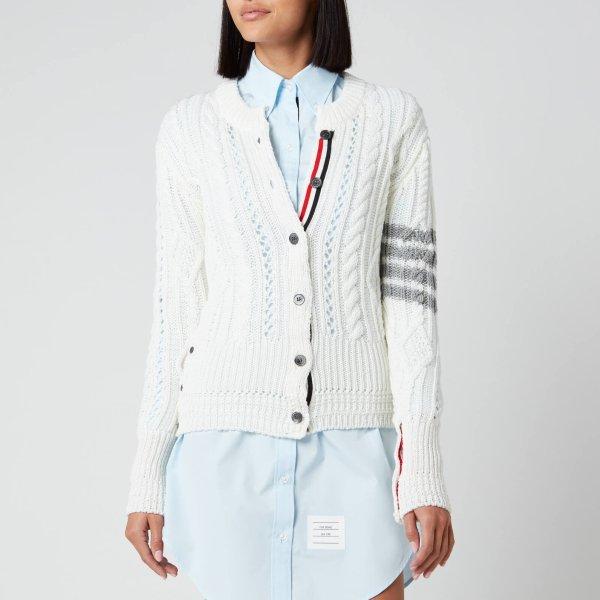 白色针织衫