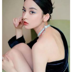 Justine Clenquet国内女星近期超爱品牌耳环