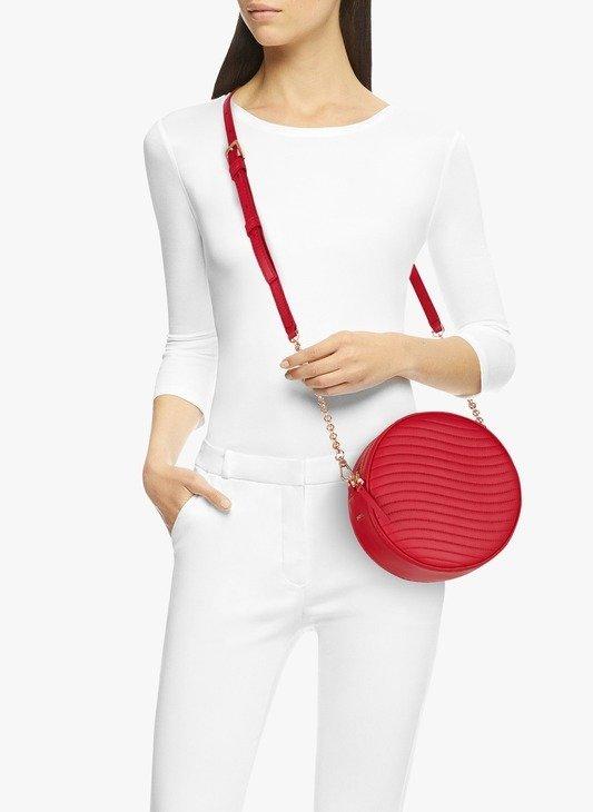 红色圆饼包