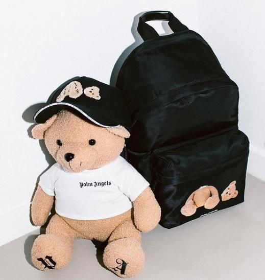 封面小熊帽子