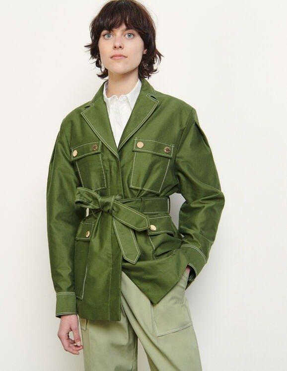 绿色系带外套