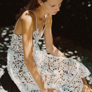 低至5折+叠9折爆款蕾丝钩花上衣$183Self-Protrait 仙女裙热促 收钩花毛衣、刺绣迷你裙$200+