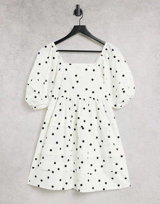 泡泡袖波点连衣裙