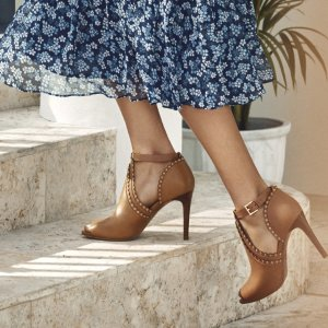 Up to 70% OffSelect Women's Shoes @ Michael Kors