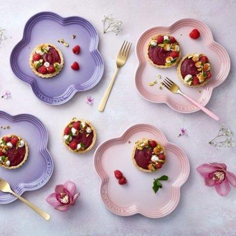 £8起收Le Creuset 精选高颜值厨具 收小奶锅、花瓣碟、月牙盘